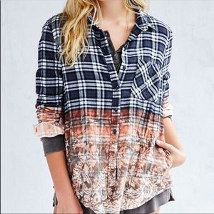 BDG BLEACHED DIPPED PLAID FLANNEL SIZE SMALL